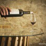 Versez-nous de ce bon vin !